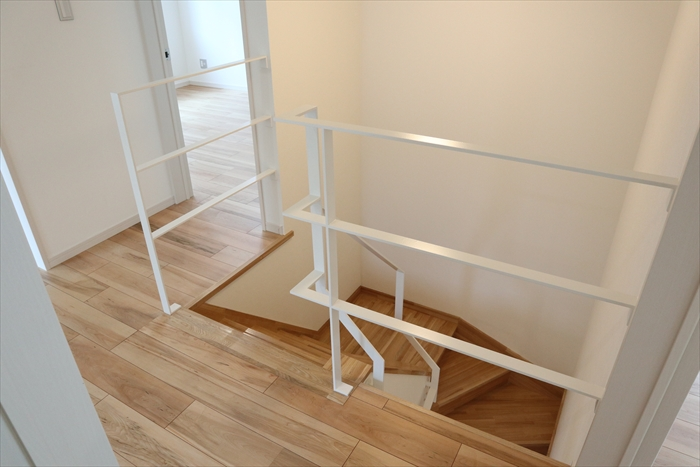 2階・階段手摺(スチール製)